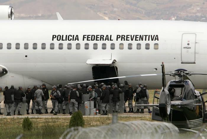 Federales Arrive